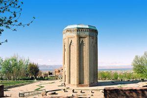 800px-Momine_Hatoon_Mausoleum