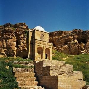 Diri_Baba_mausoleum